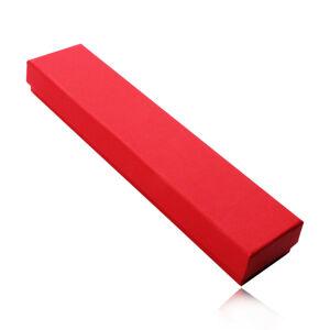 Červená podlhovastá krabička na retiazku alebo náramok, matný ryhovaný povrch