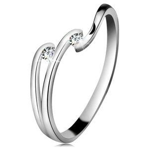Diamantový prsteň z bieleho 14K zlata - dva ligotavé číre brilianty, lesklé línie ramien - Veľkosť: 53 mm