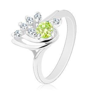 Lesklý prsteň - hladké oblúčiky, zirkónová číra línia, okrúhly svetlozelený zirkón - Veľkosť: 57 mm