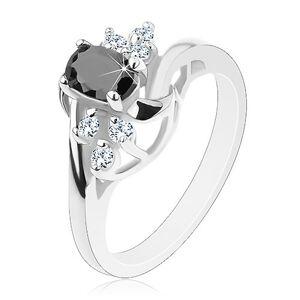 Lesklý prsteň so zahnutými ramenami, čierny ovál, ligotavé číre zirkóniky, oblúčiky - Veľkosť: 50 mm