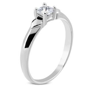 Lesklý prsteň z ocele - dve srdiečka, trblietavý zirkón čírej farby v kotlíku - Veľkosť: 55 mm