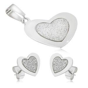 Oceľový set - prívesok a náušnice, súmerné srdcia, pieskovaný stred