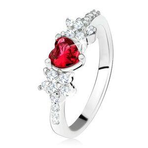 Prsteň s červeným srdiečkovým kameňom a kvietkami, číre zirkóniky, striebro 925 - Veľkosť: 61 mm