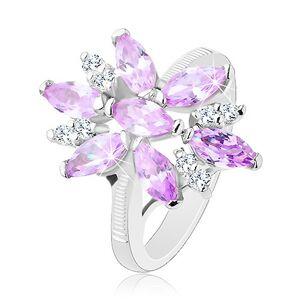 Prsteň v striebornej farbe, veľký kvet zo svetlofialových a čírych zirkónov - Veľkosť: 51 mm