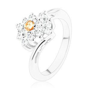 Prsteň v striebornom odtieni, obdĺžnik so svetlooranžovými a čírymi zirkónmi - Veľkosť: 51 mm