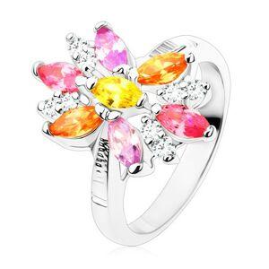 Prsteň v striebornom odtieni, veľký kvet s farebnými a čírymi lupeňmi - Veľkosť: 49 mm