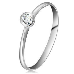 Prsteň z bieleho 14K zlata - ligotavý číry briliant v lesklej objímke, zúžené ramená - Veľkosť: 58 mm