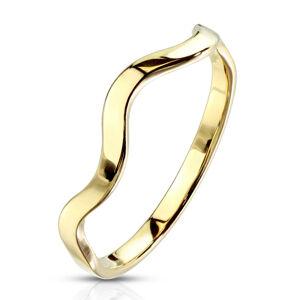 Prsteň z ocele v zlatej farbe - úzke ramená, motív vlnky, 2 mm - Veľkosť: 59 mm