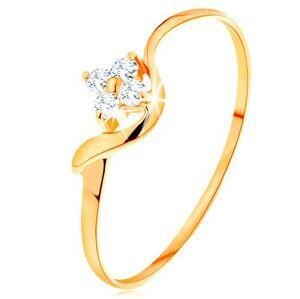 Prsteň zo žltého 14K zlata - kvietok z čírych diamantov, zvlnené rameno - Veľkosť: 63 mm