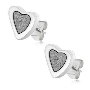 Puzetové náušnice z ocele, nesúmerné srdcia s pieskovaným stredom