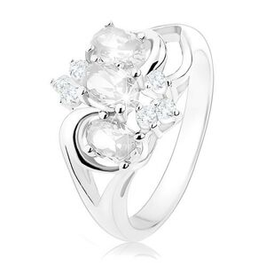 Trblietavý prsteň striebornej farby, rozdelené ramená, číre zirkónové ovály - Veľkosť: 50 mm