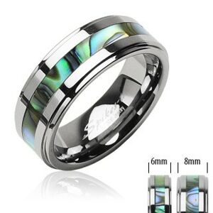 Tungstenový prsteň striebornej farby, v strede pás so vzorom mušlí - Veľkosť: 50 mm, Šírka: 6 mm