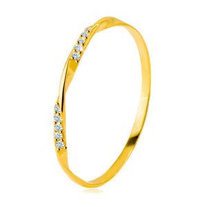 Zlatý 585 prsteň - hladká zvlnená línia zdobená ligotavými zirkónikmi v čírom odtieni - Veľkosť: 50 mm