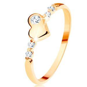 Zlatý prsteň 585 - vypuklé nepravidelné srdiečko, ligotavé číre zirkóny - Veľkosť: 58 mm
